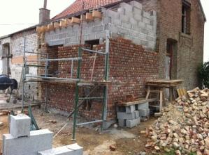Montage du mur : parement de briques