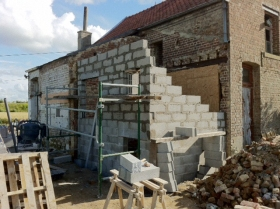 Construction du mur en parpaings : face nord