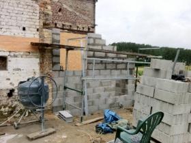 Construction du mur en parpaings